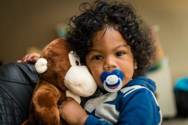 Kleding en speelgoed voor kwetsbare gezinnen